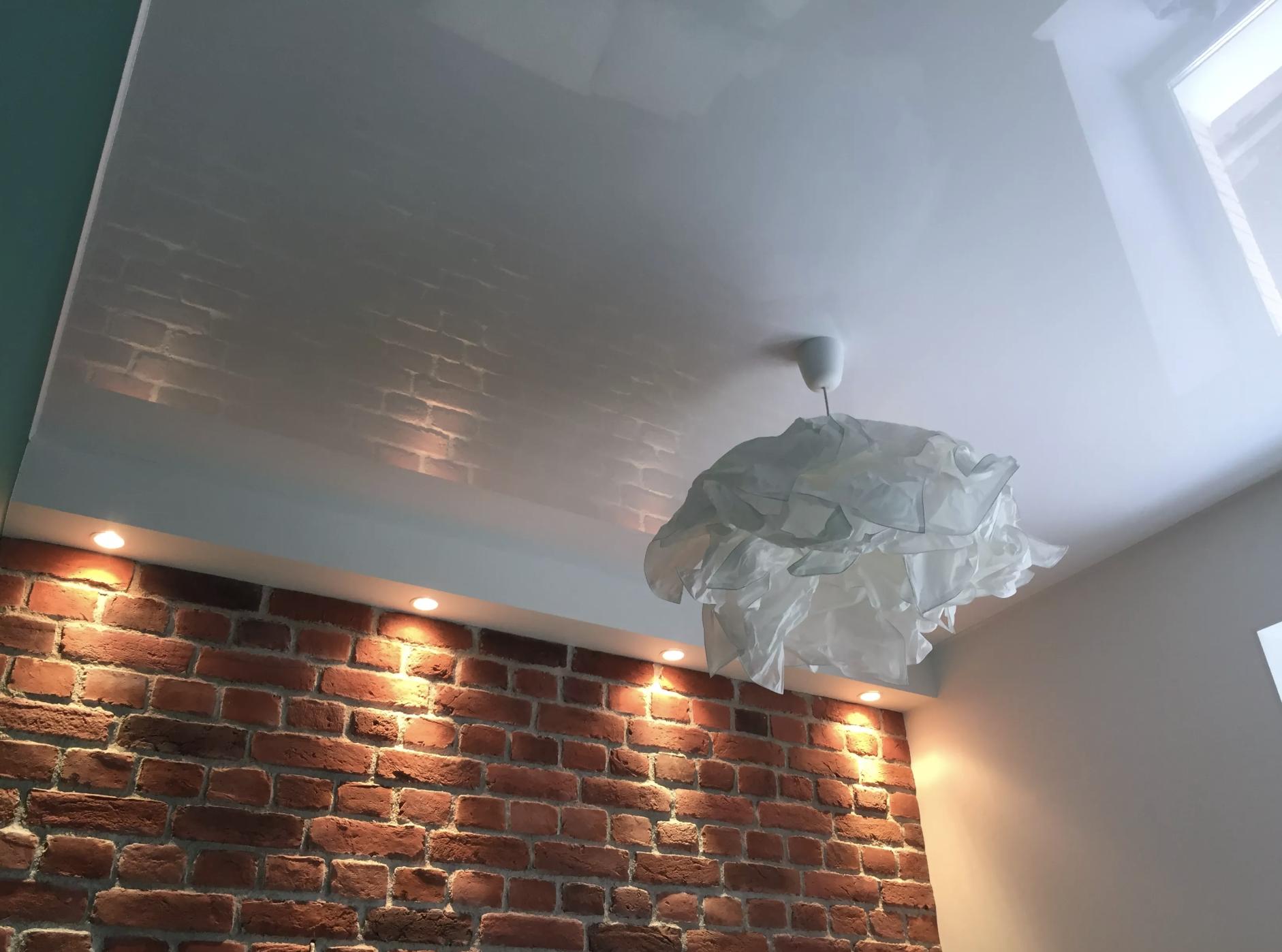 Белый глянцевый потолок в спальне Архангельск