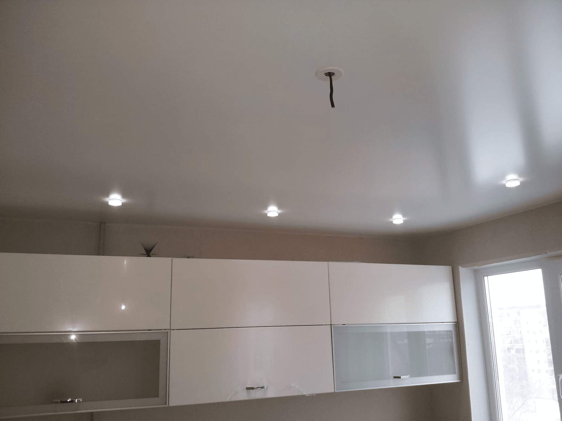 Сатиновый натяжной потолок на Кухне в Архангельске