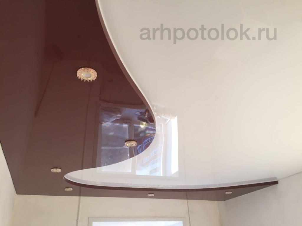 коричневый глянцевый потолок в гостинную в Архангельске