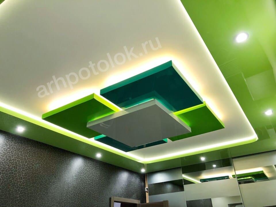Цветной двухуровневый потолок в Архангельске
