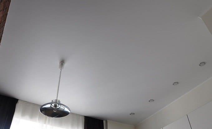 Белый матовый натяжной потолок на кухню в Архангельске